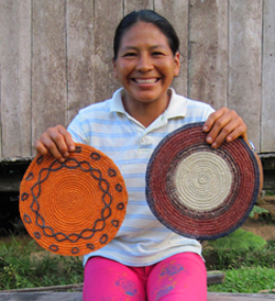 "Amazon artisan Felicita Butuna from Brillo Nuevo, Peru with chambira palm fiber ""tapetes"" (hot pads) - Photo by Yully Rojas/CACE"