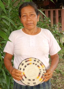 Brillo Nuevo artisan Ena Chichaco with tapete. Photo by Campbell Plowden/Center for Amazon Community Ecology