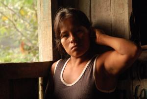 Brillo Nuevo artisan Monica Chichaco. Photo by Campbell Plowden/Center for Amazon Community Ecology