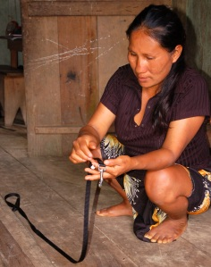 Brillo Nuevo artisan Rosa Torres examining dog leash. Photo by Campbell Plowden/CACE