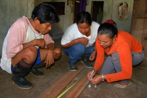 Yully preparing template for chambira dog leashes with Bora artisans. Photo by Campbell Plowden/CACE