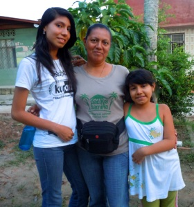 Yully Rojas and daughters