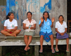 Four women artisans at Brillo Nuevo. Photo by C. Plowden/CACE