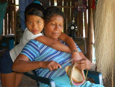 Bora artisan Camila and grand-daughter. Photo by C. Plowden/CACE