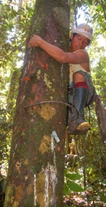 Juan Nepire climbing with pato de loro