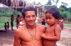 Maku Ka'apor and child in Tekohaw. © Photo by Campbell Plowden/Center for Amazon Community Ecology