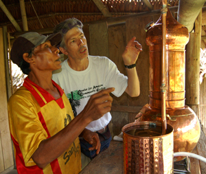Bora leader and CACE Director Campbell Plwoden distilling copal resin. ©Photo by Yully Rojas/Center for Amazon Community Ecology