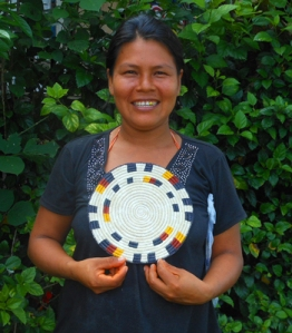 Casilda Vasquez - Bora native artisan from Brillo Nuevo with Amazon hot pad. Photo by Yully Rojas Reategui/Center for Amazon Community Ecology