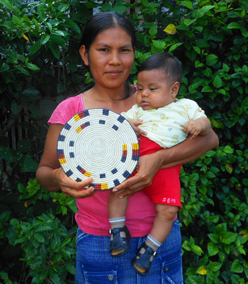 Dalila Soria - Bora native artisan and baby from Brillo Nuevo with Amazon hot pad. Photo by Yully Rojas Reategui/Center for Amazon Community Ecology