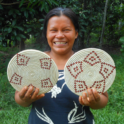 Nieves Diaz - Bora native artisan from Puca Urquillo Bora with Amazon hot pad. Photo by Yully Rojas Reategui/Center for Amazon Community Ecology