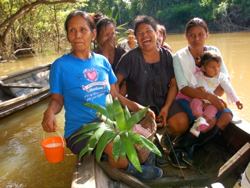 Bora artisans on way to chambira planting. Photo by Campbell Plowden/Center for Amazon Community Ecology