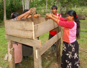 Bora artisan Lucila Flores and CACE putting mud in planter box. Photo by Campbell Plowden/Center for Amazon Community Ecology