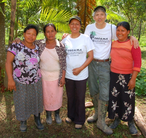 Artisan and CACE team at planter box. Photo by Javier/Center for Amazon Community Ecology