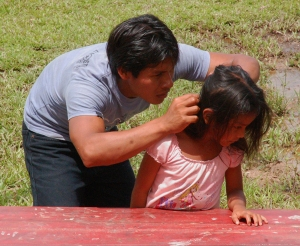 Bora dad searching for head lice in his daughter. Photo by Campbell Plowden/Center for Amazon Community Ecology