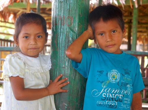 Two kids at Chino. Photo by Campbell Plowden/Center for Amazon Community Ecology