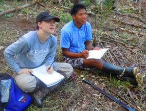 it Moore and Bora man drawing chambira palm at Brillo Nuevo. Photo by Campbell Plowden/Center for Amazon Community Ecology