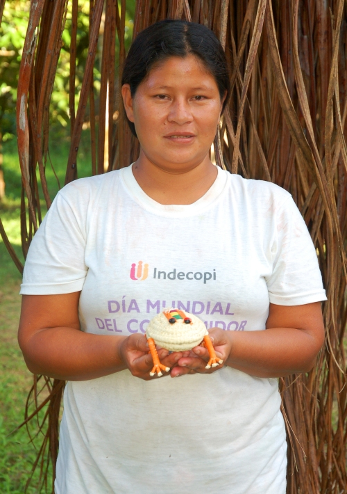 Charlita Espinoza with woven frog. Photo by Campbell Plowden/Center for Amazon Community Ecology