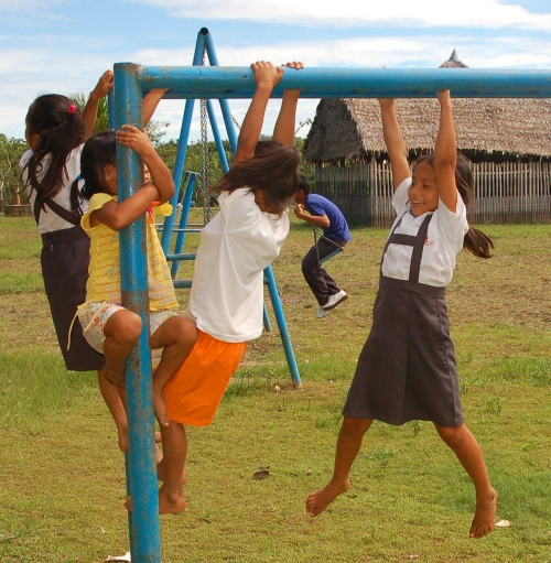 Girls playing on monkey bars at Chino. Photo by Campbell Plowden/Center for Amazon Community Ecology