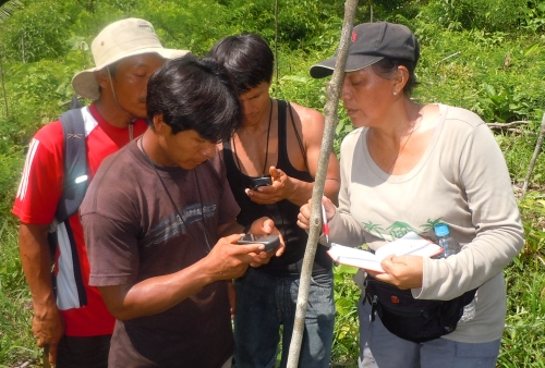 Yully Rojas doing training Bora men to use GPS. Photo by Campbell Plowden/Center for Amazon Community Ecology