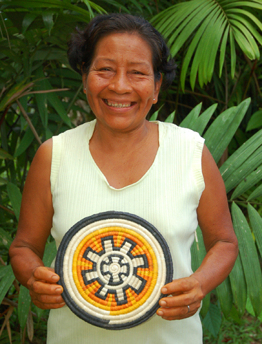 Bora artisan from Brillo Nuevo with woven chambira fiber hot pad dyed with guisador root and other plants. Photo by Campbell Plowden/Center for Amazon Community Ecology