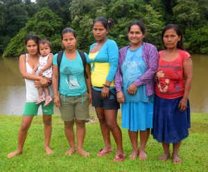 Maijuna artisans of Nueva Vida. Photo by Campbell Plowden/Center for Amazon Community Ecology