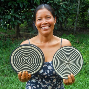 Milda from Puca Urquillo with woven hot pads. Photo by Campbell Plowden/CACE